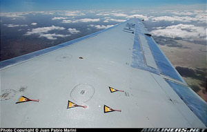 Photo showing tufts on an MD-80 wing